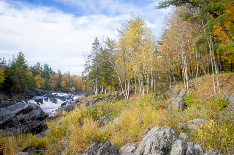 05-jay-cooke-state-park-fall-colors-hike-river-shore-line-nothshore-minnesota-melanie-mahonen-photography