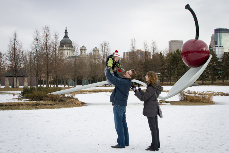 06-minneapolis-sculpture-garden-minnesota-spoon-and-scherry-family-fun-portrait-melanie-mahonen-photography