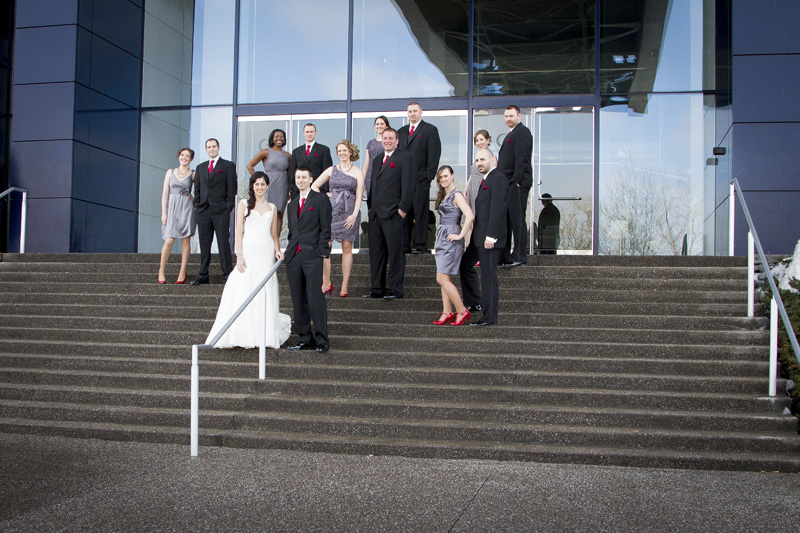 07-wedding-arty-guthrie-theater-minneapolis-minnesota-gray-bridesmaid-dresses-red-shoes-melanie-mahonen-photography