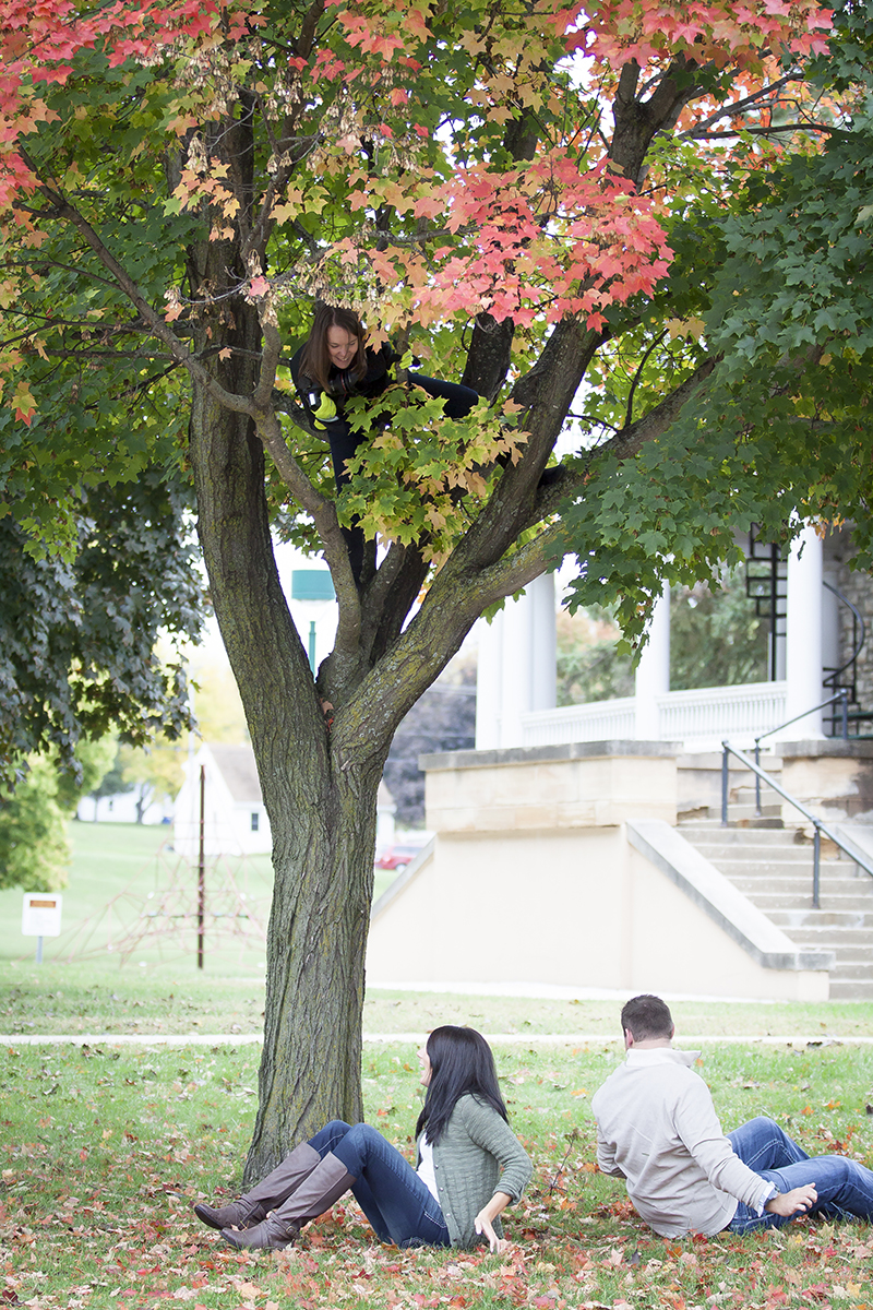 fall-engagement-session-adventurous-photographer-fun-climbing-trees-melanie-mahonen-photography