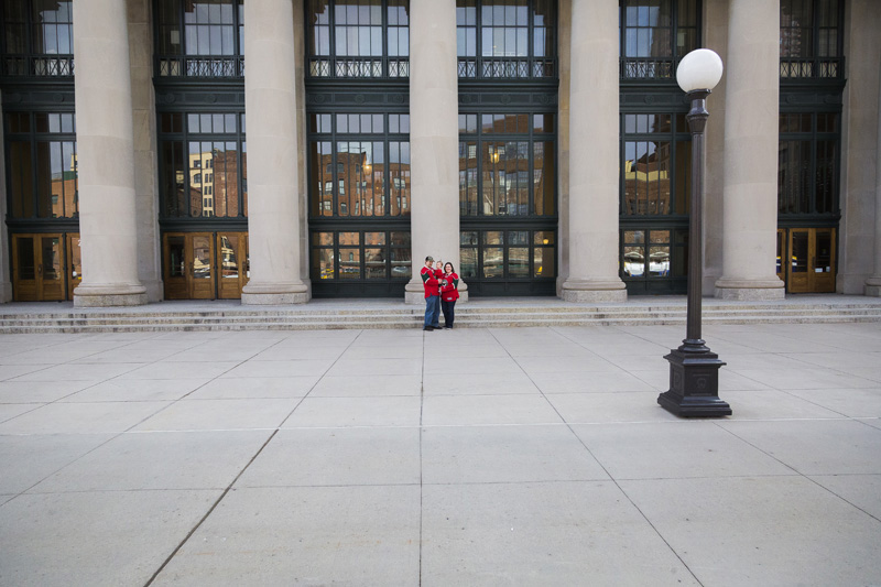 05-union-depot-st-paul-minnesota-wild-jersey-family-session-mahonen-photography