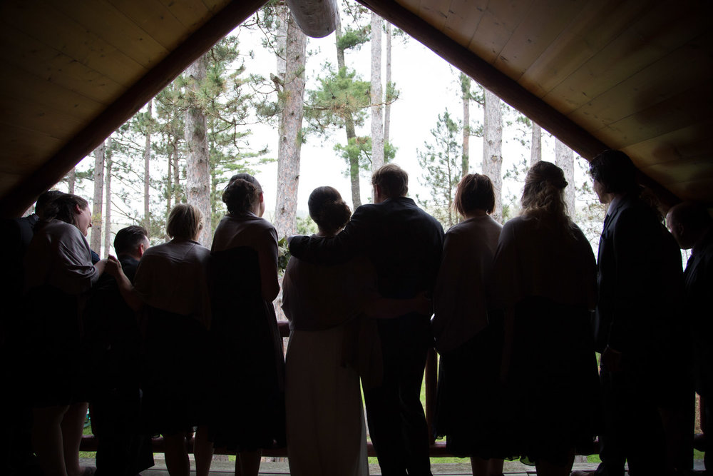 07-bridal-party-silhouette-cabin-wedding-rainy-day-fun-hayward-wisconsin-mahonen-photography