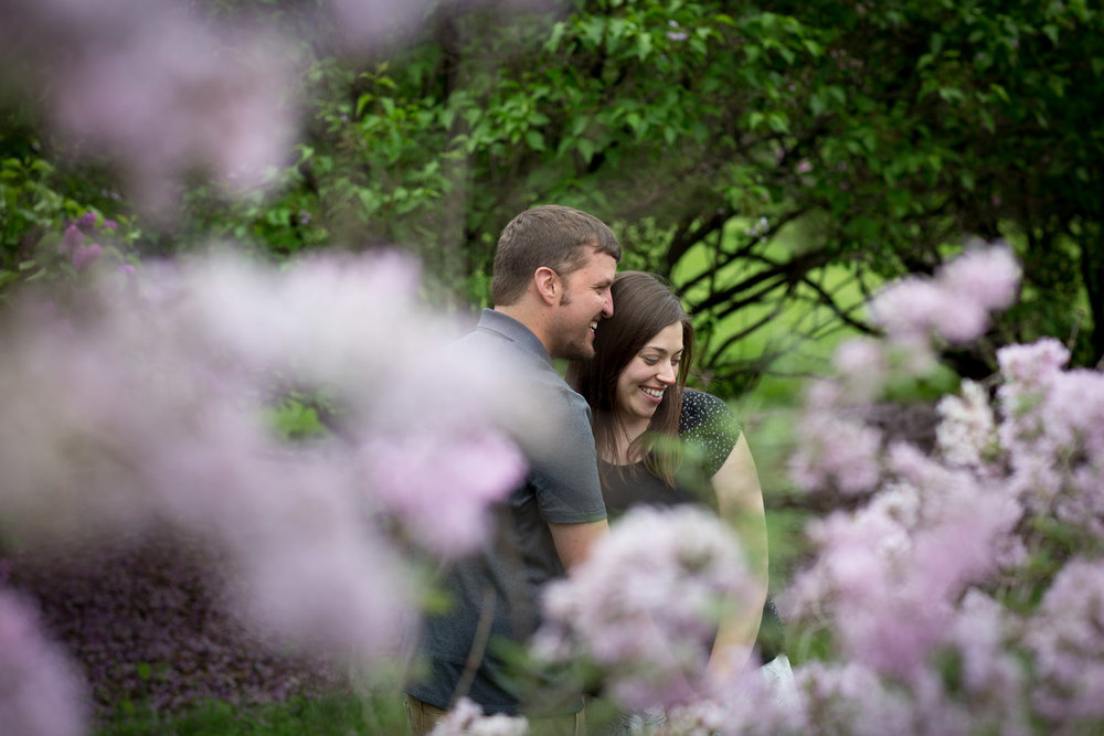 01-minnesota-landscape-arboretum-engagement-session-spring-lilacs-happy-casual-portraits-mahonen-photography