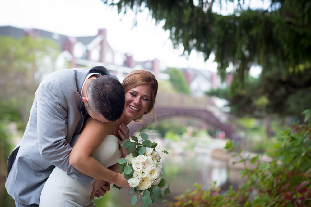 01-centennial-lakes-wedding-photography-bride-and-groom-happy-fun-minnesota-mahonen-photography.jpg