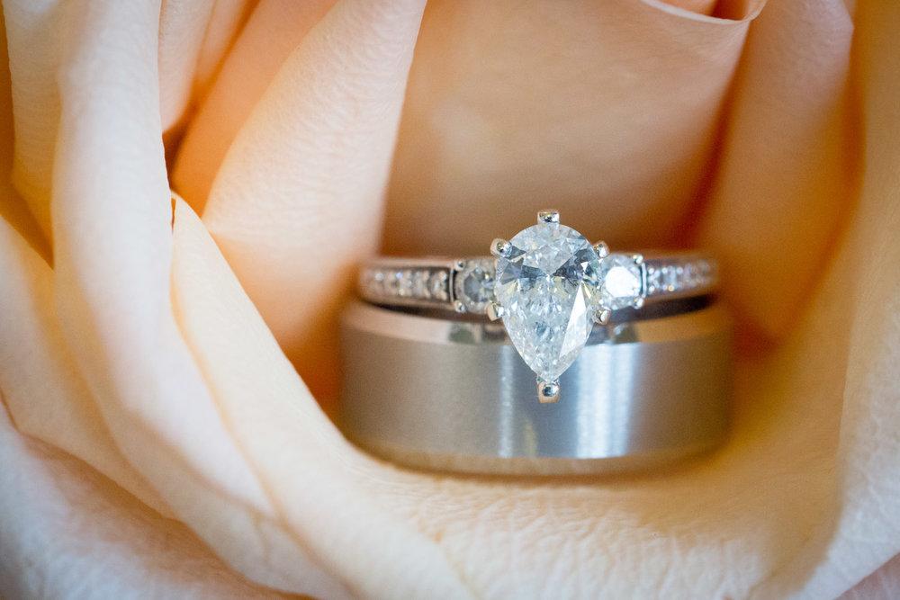 08-wedding-ring-detail-shot-pear-diamond-pink-rose-macro-mahonen-photography.jpg