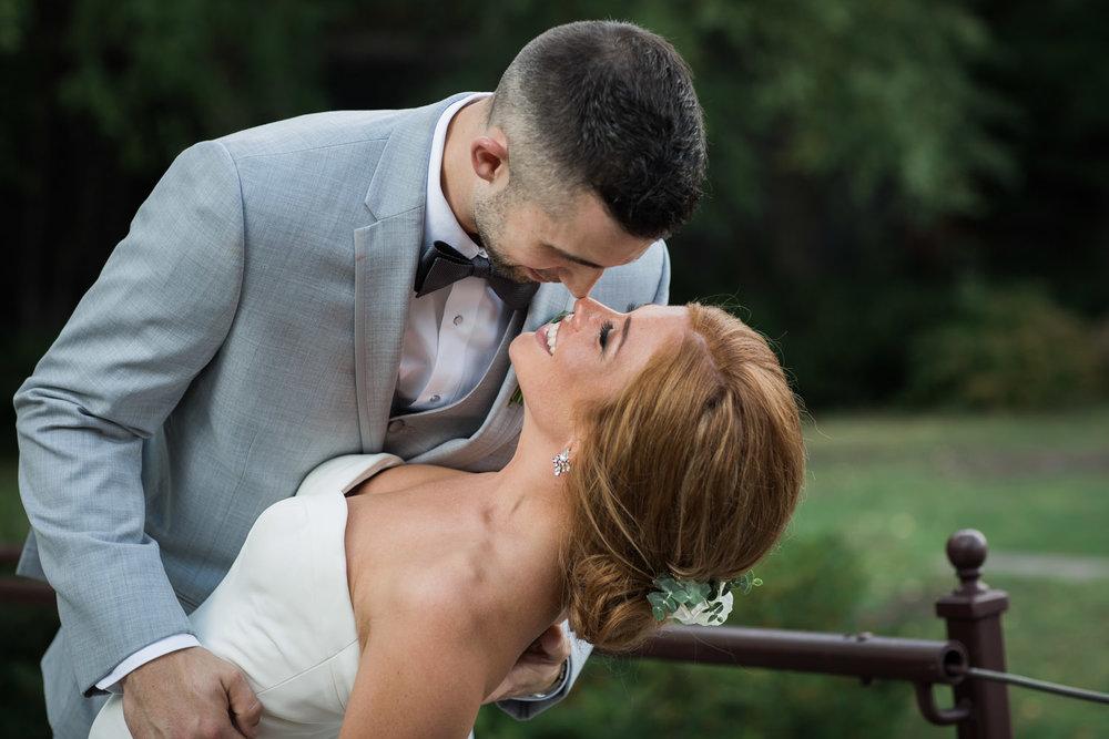 21-bride-groom-fun-casual-portraits-trees-centannial-lakes-minneapolis-minnesota-mahonen-photography.jpg