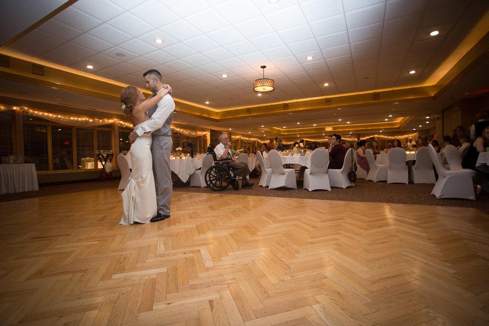 30-wedding-reception-first-dance-mahonen-photography.jpg