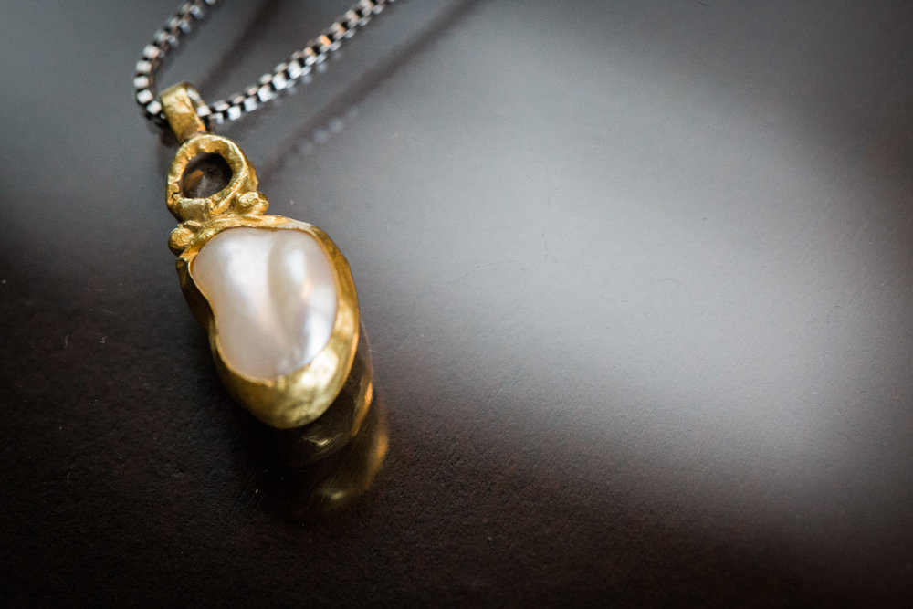 02-wedding-day-detail-raw-pearl-necklace-gold-chain-mahonen-photography.jpg