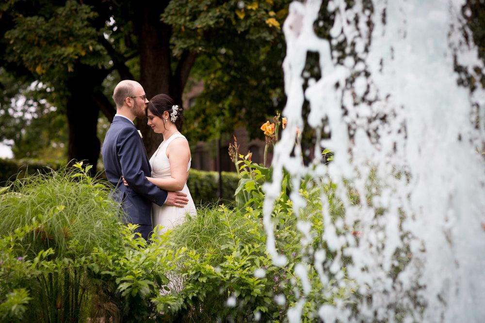15-loring-green-minneapolis-minnesota-bride-groom-potraits-wedding-day-mahonen-photography.jpg
