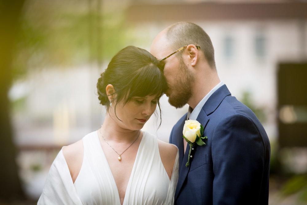 20-minneapolis-minnesota-wedding-portraits-yellow-leaves-selective-focus-mahonen-photography.jpg