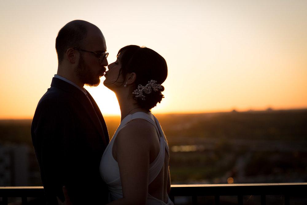 33-minneapolis-skyline-sunset-wedding-photos-bride-and-groom-portraits-mahonen-photography-53.jpg