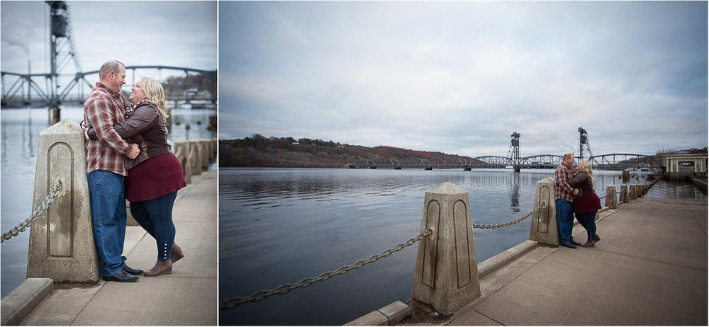 04-downtown-stillwater-engagement-session-minnesota-fall-mississippi-river-bridge-mahonen-photography.jpg