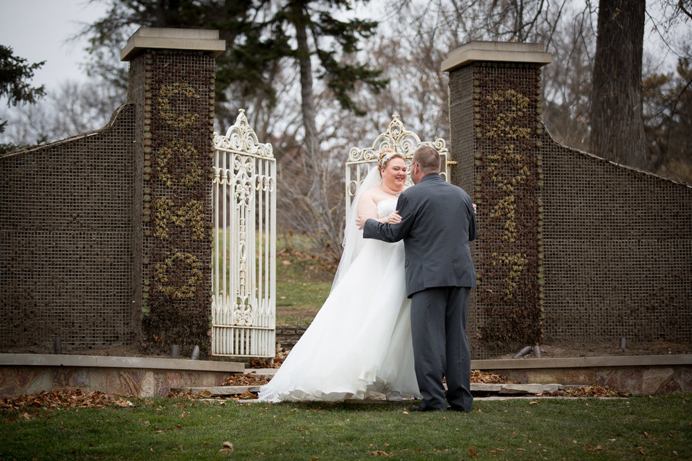 08-bride-and-groom-first-look-lake-como-park-st-paul-minnesota-gates-to-nowhere-mahonen-photography.jpg