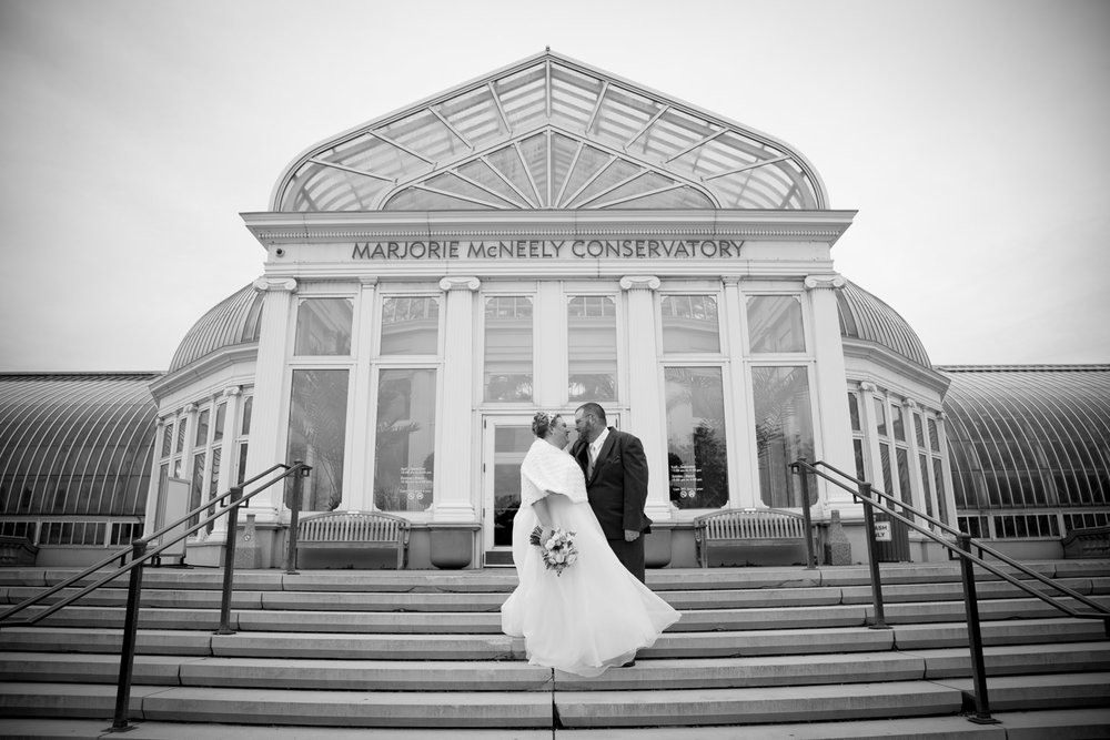 12-como-conservatory-wedding-day-bride-and-groom-portraits-st-paul-minnesota-mahonen-photography.jpg