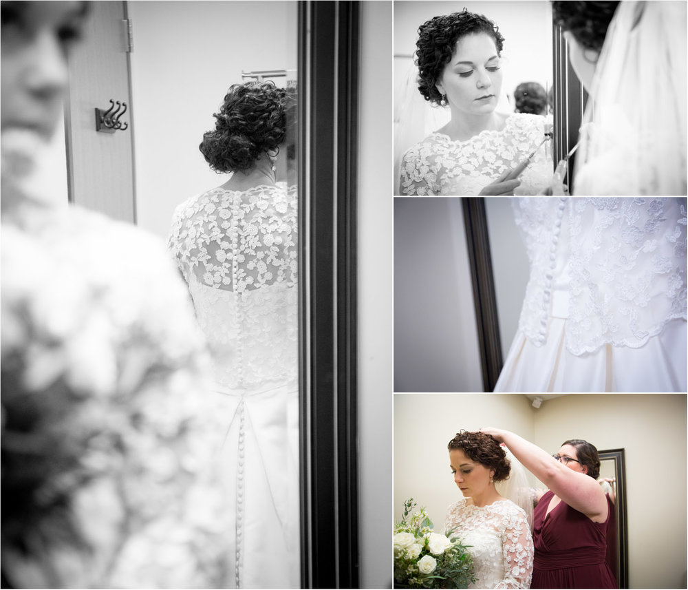 01-wedding-day-bride-getting-ready-mirror-sister-mahonen-photography.jpg