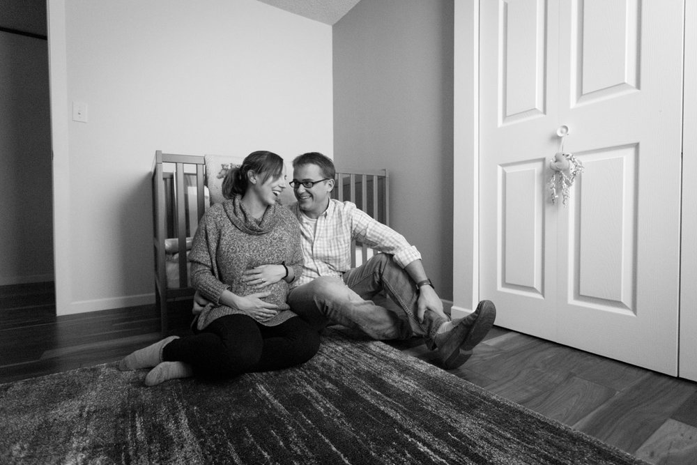 01-in-home-maternity-session-expecting-parents-nursery-mahonen-photography.jpg