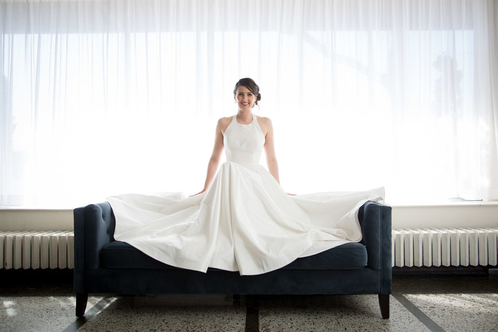 17-high-key-bridal-portrait-halter-wedding-gown-blue-couch-mahonen-photography.jpg
