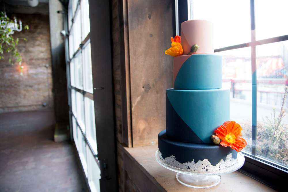 22-geometric-4-tiered-wedding-cake-mahonen-photography.jpg