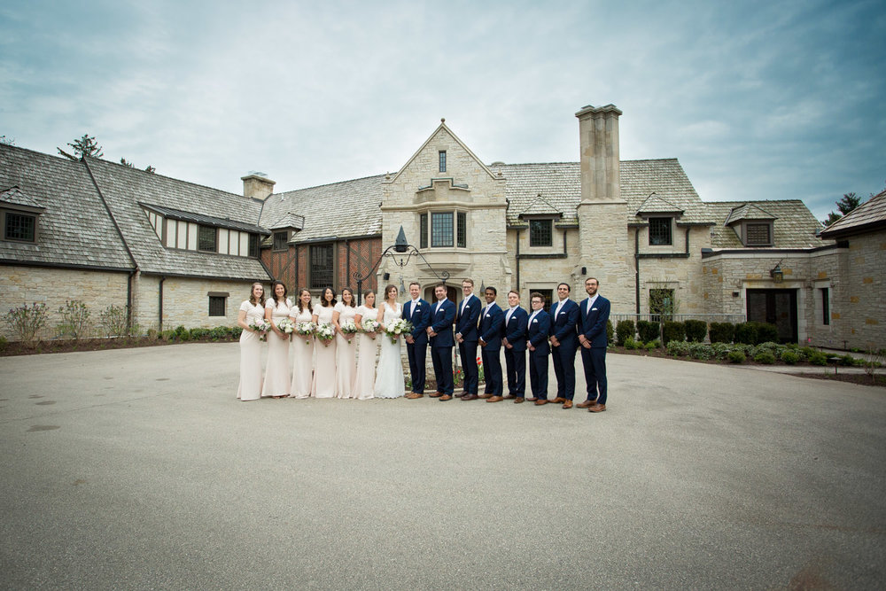 06-bishops-bay-country-club-middleton-wisconsin-wedding-party-group-portrait-navy-blue-suits-pale-pink-bridemaids-dresses-mahonen-photography.jpg