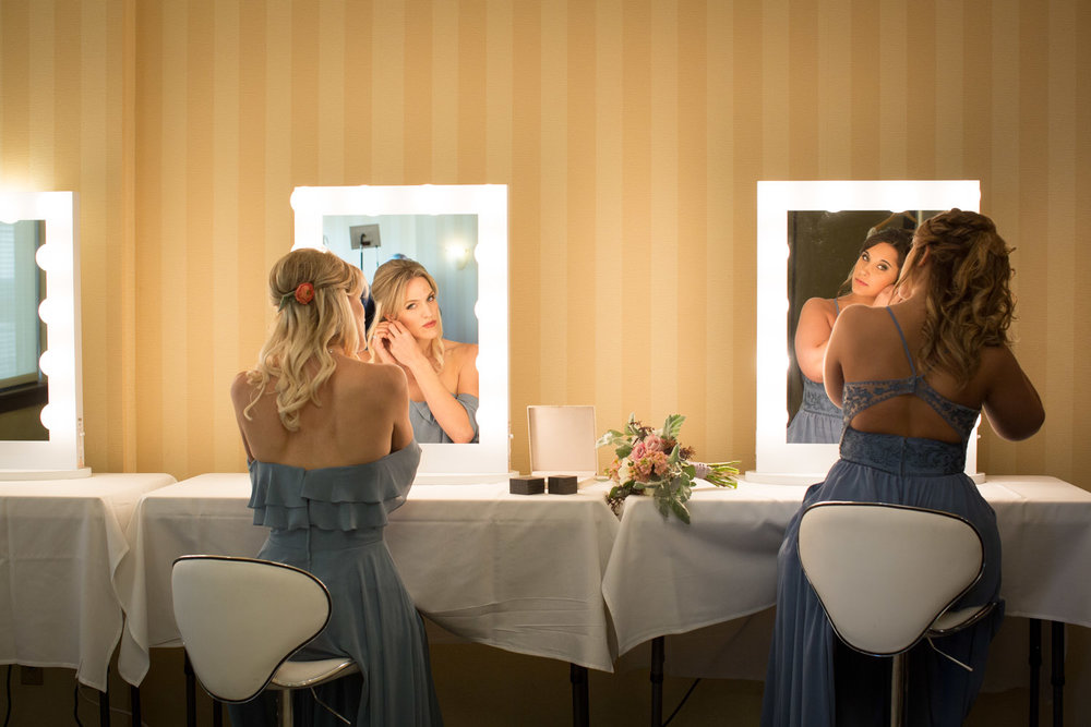 05-double-tree-by-hilton-park-place-weddings-st-louis-park-minneapolis-minnesota-wedding-photographer-styled-shoot-dream-day-dressing-rooms-getting-ready-mahonen-photography.jpg