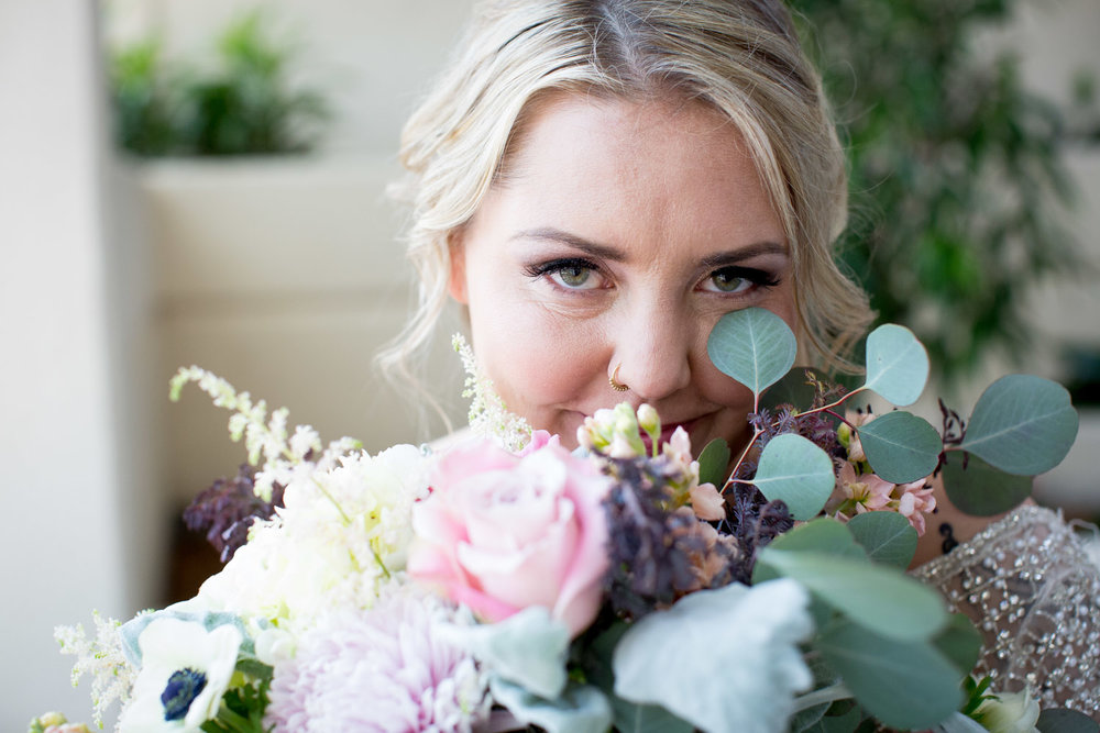 07-double-tree-park-place-weddings-st-louis-park-minneapolis-minnesota-wedding-photographer-styled-shoot-floral-details-bridal-bouquet-pink-roses-white-anenome-greenery-mahonen-photography-playful-bride-portrait.jpg