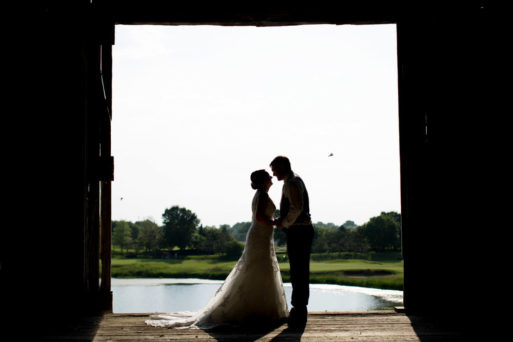 18-stone-ridge-golf-club-wedding-receptions-stillwater-minnesota-photographer-old-barn-silhouette-mahonen-photography.jpg