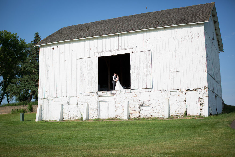 20-stone-ridge-golf-club-wedding-receptions-stillwater-minnesota-photographer-old-barn-bride-and-groom-big-scene-tiny-people-mahonen-photography.jpg