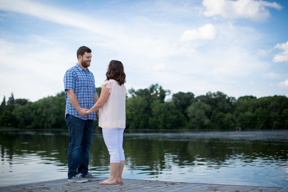 07-lake-como-park-dock-st-paul-casual-fun-lifestyle-engagement-minnesota-photographer-summer-photos-mahonen-photography.jpg