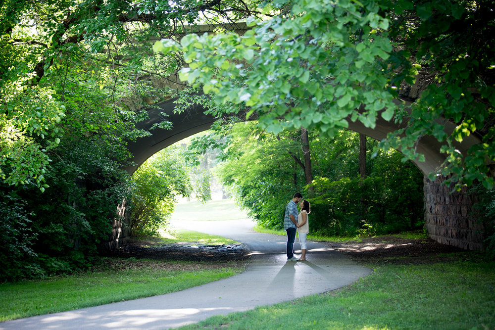 14-minnesota-summer-love-engagement-photographer-como-park-bridge-greenery-rim-light-st-paul-mahonen-photography.jpg