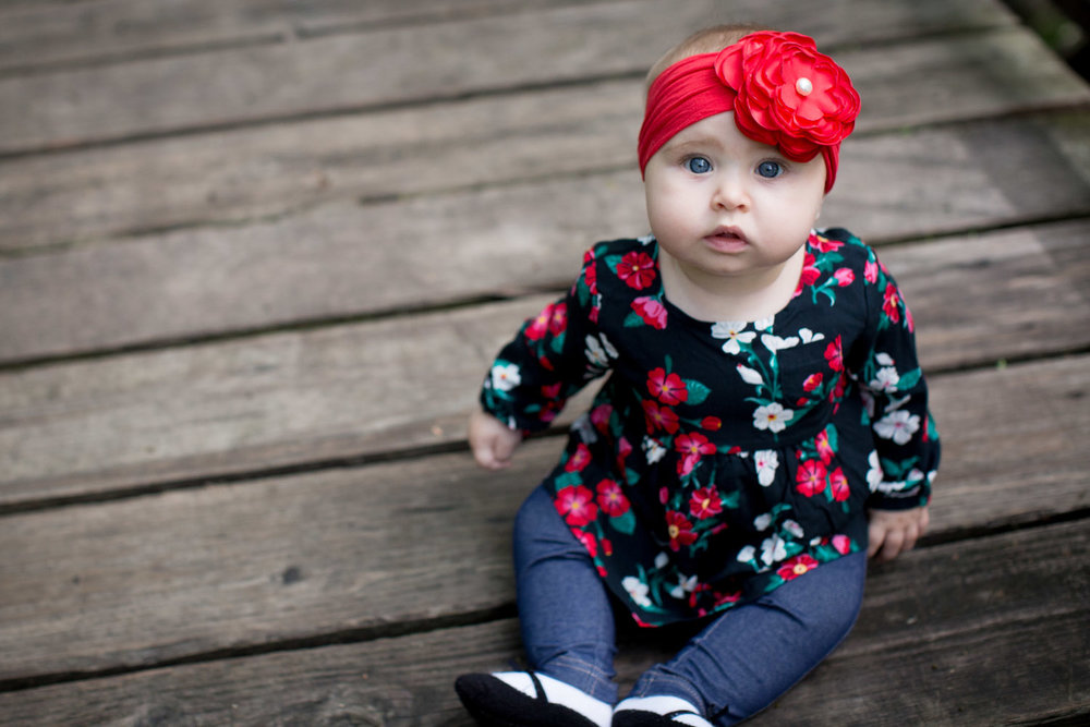 01-minneapolis-photographer-baby-girl-red-headband-wooden-bridge-mahonen-photography-01.jpg