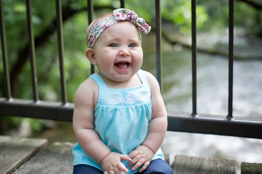 03-minneapolis-photographer-baby-girl-wooden-bridge-mahonen-photography.jpg