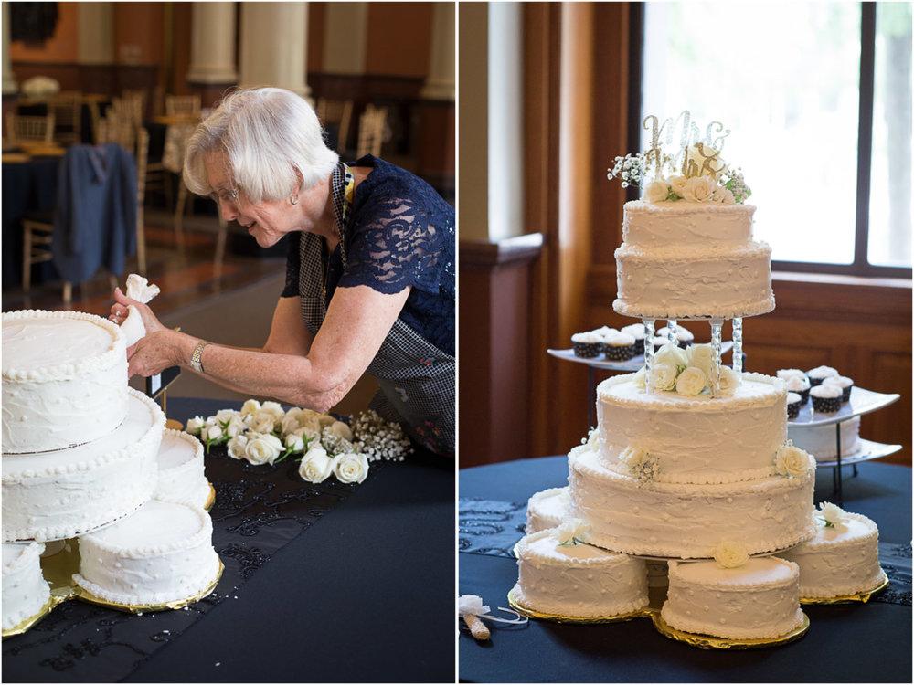 Liz's grandma reproduced the same cake she made for Liz's parents wedding day!