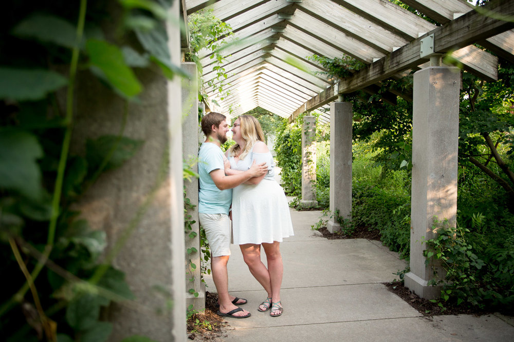 04-minnehaha-falls-minneapolis-wedding-photographer-summer-engagement-photos-unposed-laughter-candid-portrait-ivy-pergola-mahonen-photography.jpg