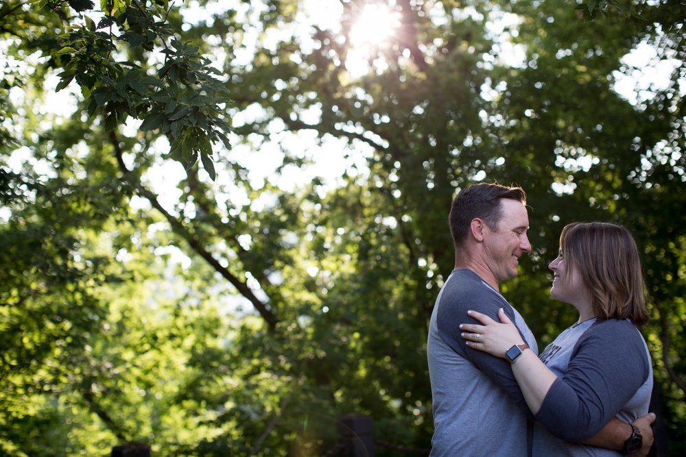 11-minneapolis-engagement-photographer-st-anthony-and-main-green-trees-golden-hour-sunset-mahonen-photography.jpg