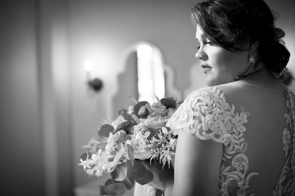 10-hotel-broz-new-prague-mn-minnesota-wedding-venue-photographer-styled-shoot-bride-black-and-white-victorian-themes-mahonen-photography.jpg