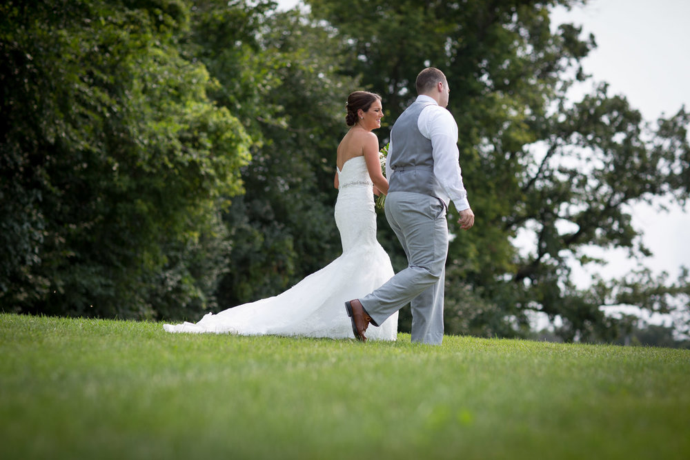12-ridgetop-prescott-wisconsin-wedding-photographer-bride-and-groom-informal-portraits-walking-green-grassy-field-mahonen-photography.jpg