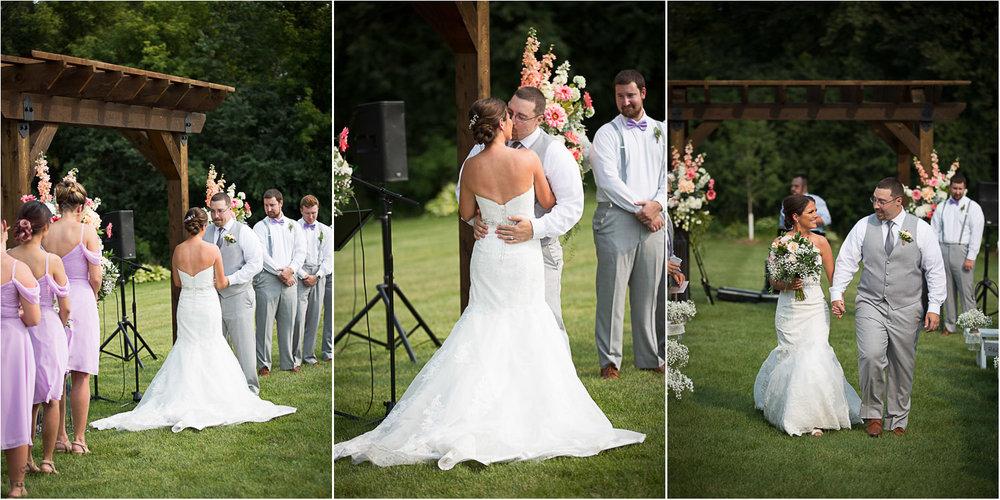 22-ridgetop-prescott-wisconsin-wedding-photographer-rustic-farm-cornfield-ceremony-first-kiss-mahonen-photography.jpg