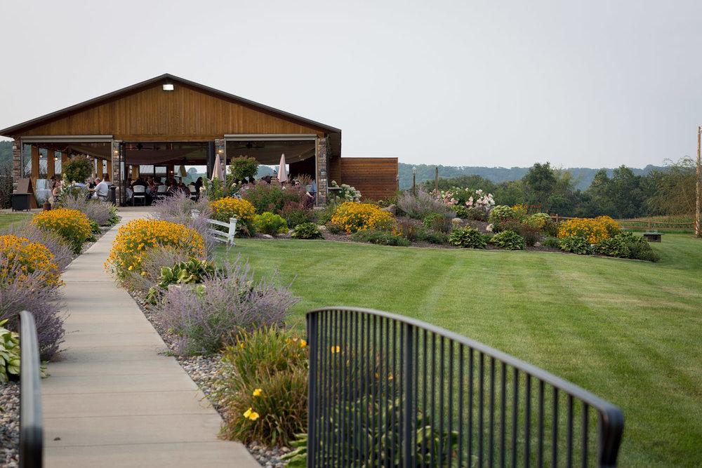 25-ridgetop-prescott-wisconsin-wedding-photographer-rustic-farm-corn-field-pavillion-reception-mahonen-photography.jpg