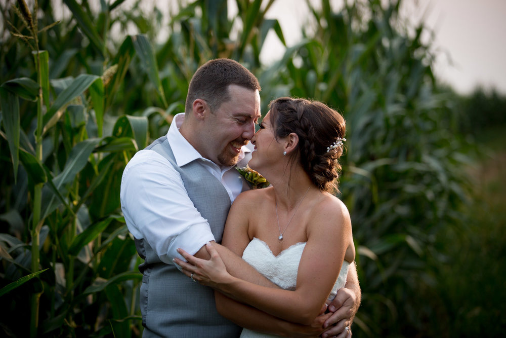35-ridgetop-prescott-wisconsin-wedding-photographer-rustic-farm-corn-field-sunset-bride-groom-portraits-mahonen-photography.jpg
