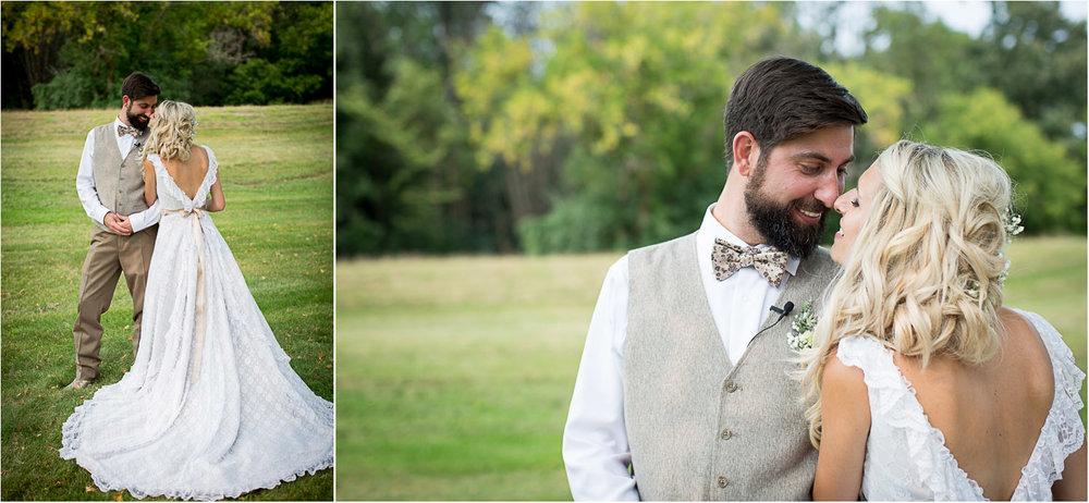 23-dellwood-barn-weddings-minnesota-wedding-photographer-outdoor-summer-bride-and-groom-photos-mothers-dress-lace-vintage-dress-v-back-mahonen-photography.jpg