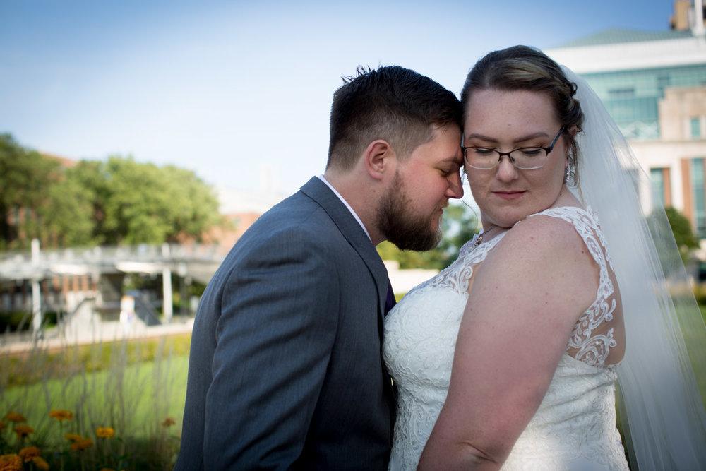 14-university-of-minnesota-campus-club-wedding-photographer-bride-groom-photo-portrait-coffman-memorial-union-mahonen-photography.jpg