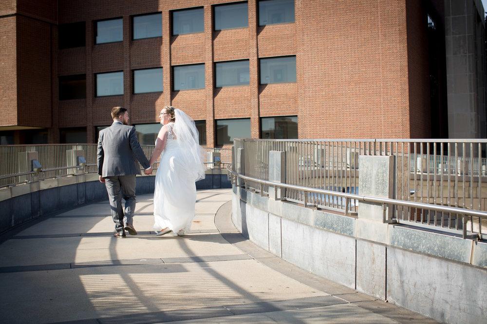 16-university-of-minnesota-campus-club-wedding-photographer-bride-groom-photo-portrait-coffman-memorial-union-bridge-mahonen-photography.jpg
