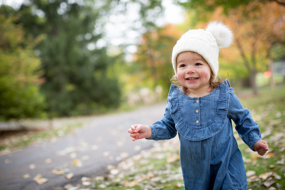 09-maple-grove-arboretum-minnesota-family-fun-photographer-bridge-fall-photo-session-baby-girl-leaves-mahonen-photography.jpg