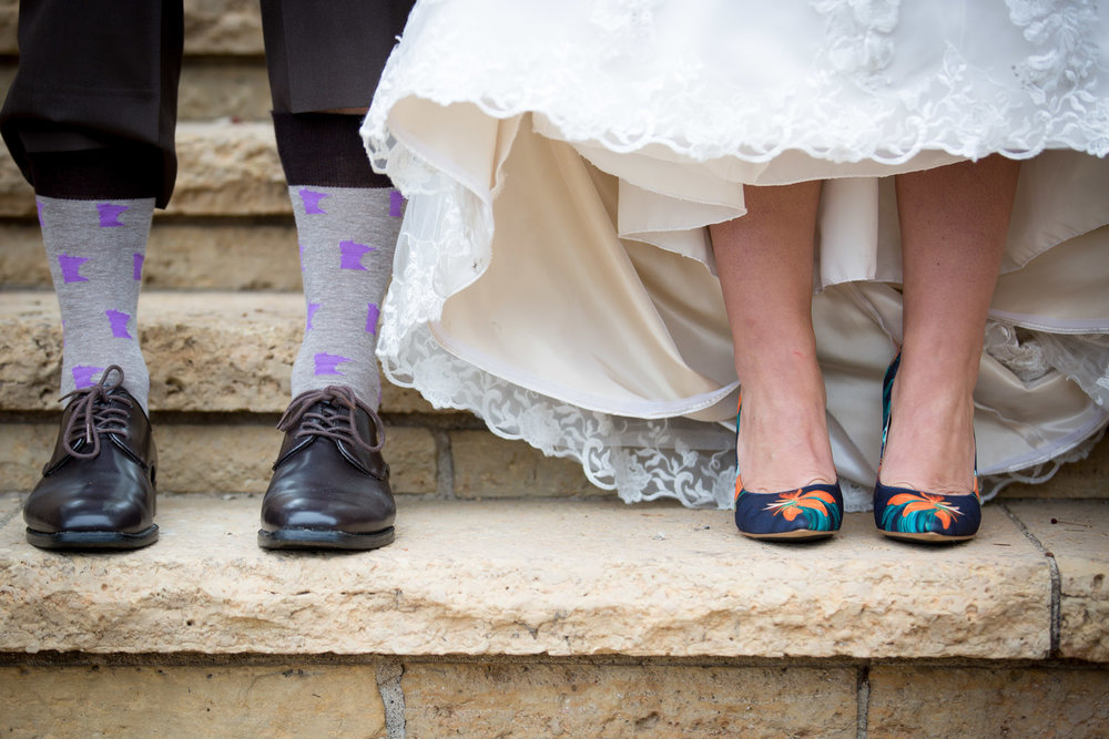 13-relaxed-fun-casual-bride-groom-portraits-feet-shoes-nine-west-floral-heels-navy-purple-minnesota-socks-mn-fall-colors-wedding-photographer-mahonen-photography.jpg