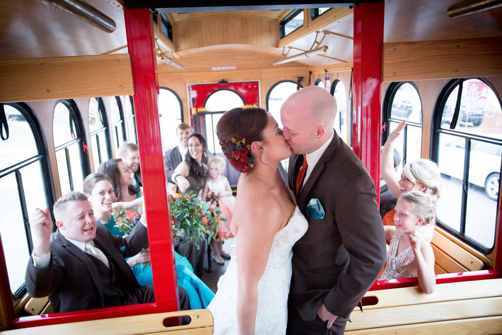 20-stillwater-mn-trolley-wedding-day-transportation-photographer-wedding-party-mahonen-photography.jpg