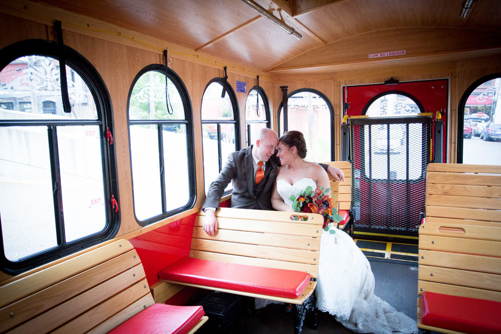 21-stillwater-mn-trolley-wedding-day-transportation-photographer-bride-groom-mahonen-photography.jpg