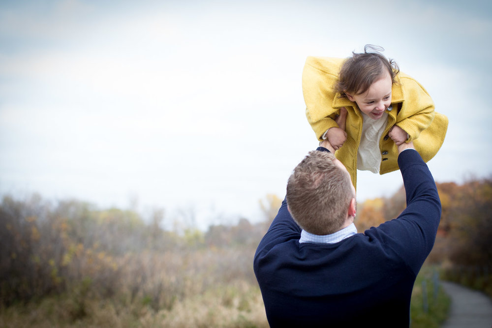03-wildlife-rehabilitation-center-of-minnesota-family-photographer-fall-photos-father-daughter-mahonen-photography.jpg