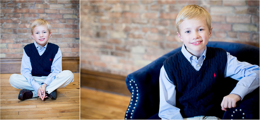 03-christmas-photos-minnesota-studio-family-photographer-navy-blue-sweater-vest-mahonen-photography.jpg