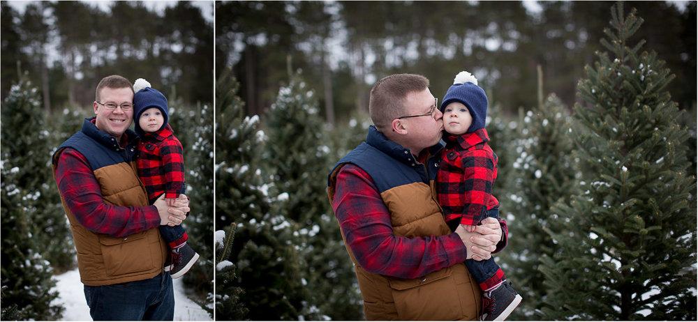 03-hansen-tree-farm-christmas-family-photographer-mn-father-son-winter-plaid-mahonen-photography.jpg