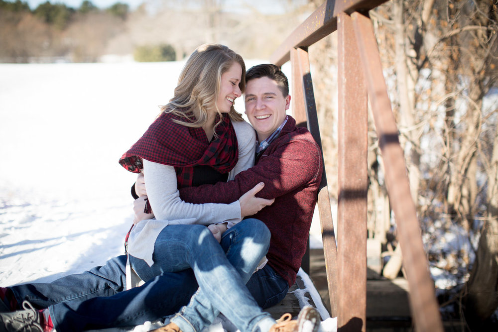 04-minnesota-winter-mn-engagement-photographer-theodore-wirth-park-bridge-mahonen-photography.jpg